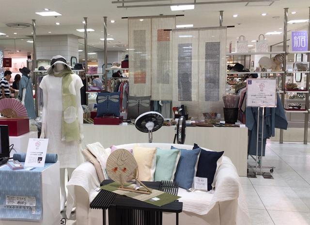 f3baa4c189a9 新潟ブランド「越品」の特集で、当社は小千谷縮を中心とした商品を展開しております。新作を中心として涼やかな縮のファッションやインテリア用品、小物まで多彩な  ...